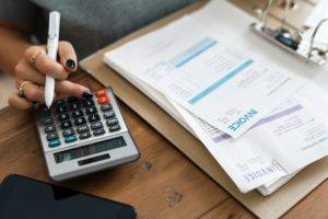 Frau Geld Rechnung Taschenrechner